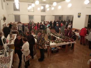 Pohled do kulturního domu při Vánočním jarmarku