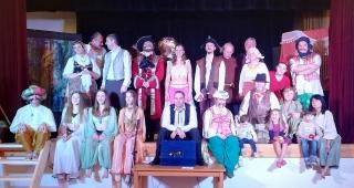 Divadelní soubor Opona při představení v KD